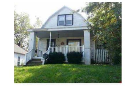Barnett BNB - Whole House - Kansas City - Talo