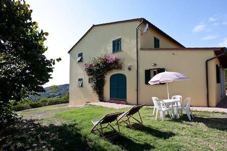 Very quite house in the woody hill with sea view - Livorno - บ้าน