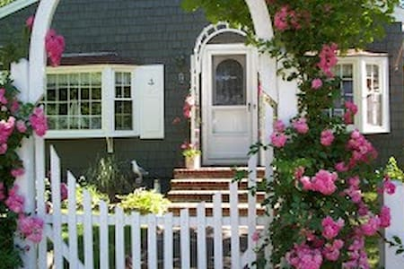 Lovely Bayside Cape Cod Cottage