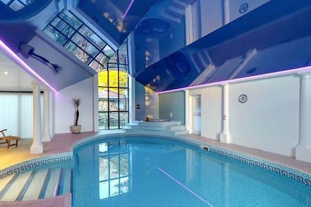Barns + Indoor Pool, Spa, Sauna, Games Room - Lyme Regis