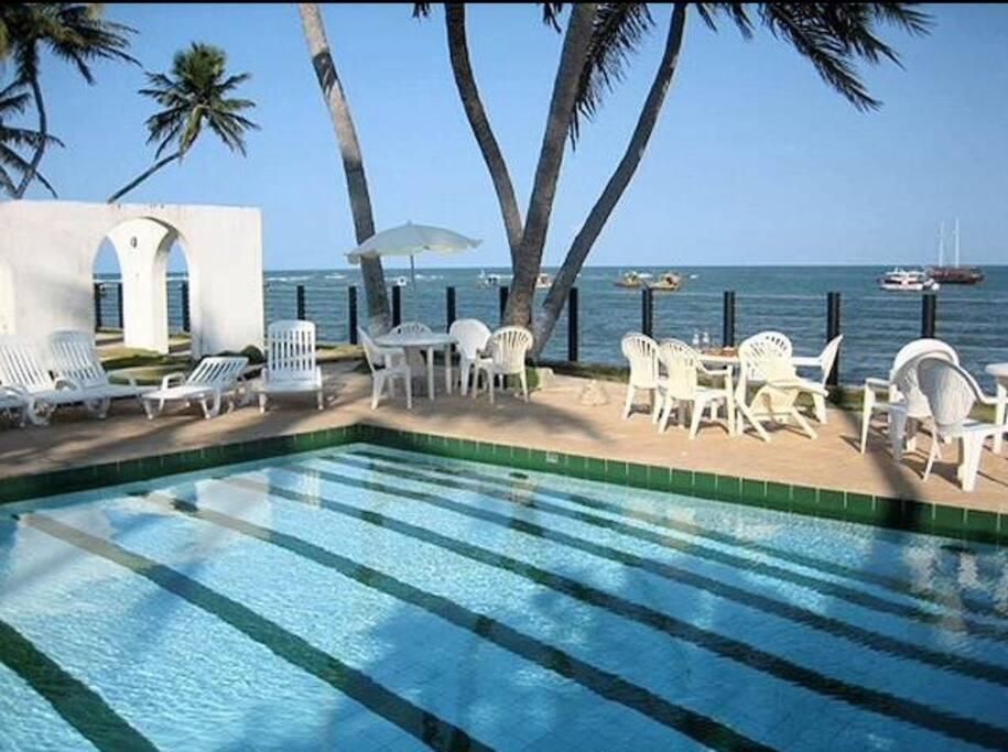piscina a beira mar