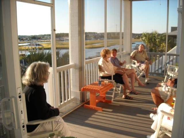 Private Room with Deck in Waterfront Beachhouse - Ocean Isle Beach - Casa