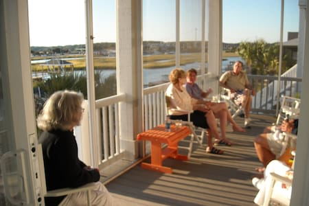 Private Room with Deck in Waterfront Beachhouse - Ocean Isle Beach - 独立屋