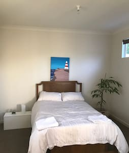 New private room available - Walkerville - Casa