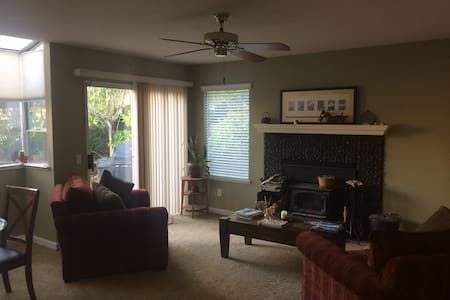 Large quite house with great access to places - Rocklin