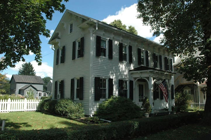 Historic Home in Charming Boalsburg - Boalsburg - Ev