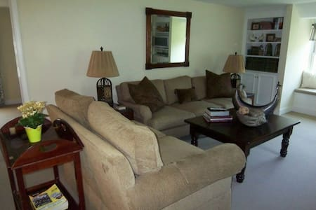 Main Line Carriage House with deck! - Haverford - 其它