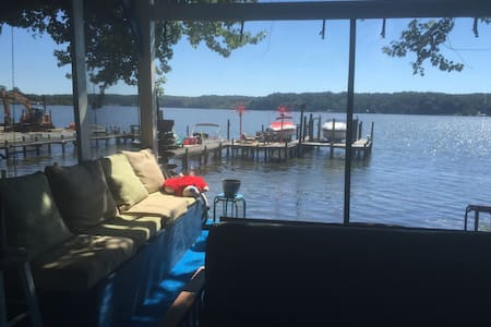 Waterfront 'Home' Private Dock, Bar, 2BR Pets Okay - 斯塔福德(Stafford) - 獨棟