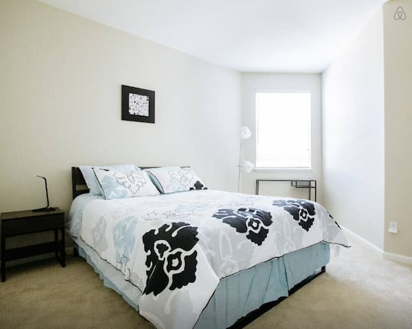 Convenient room near Oakland Zoo - 奧克蘭