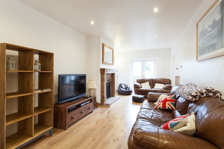 Lovely 3 Bed House in Wells - Wells
