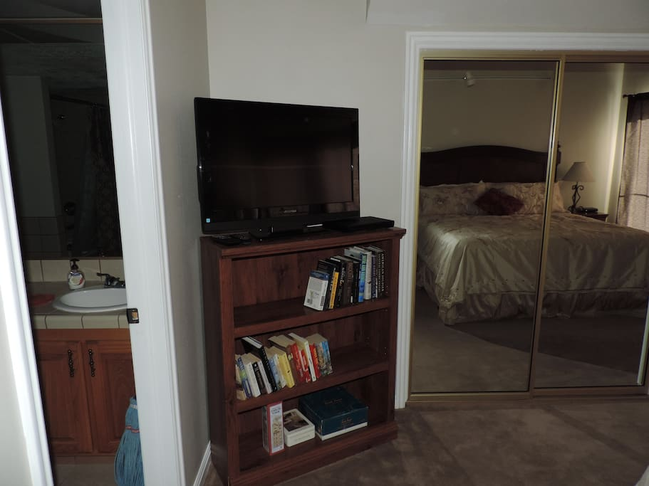 """32"""" tv with cable, and smart bluray player so you can log into your Netflix or Hulu account."""