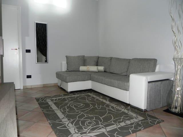 Graziosa camera con terrazzo - Cascina - Dom