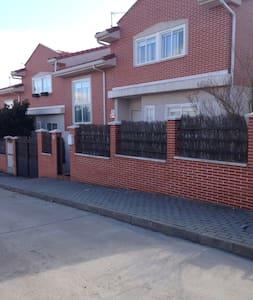 Dormitorio + Salón , 5 huespedes - Cabanillas del Campo