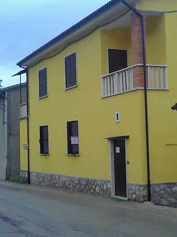 CASA DELLE VACANZE - Pie' del Colle - Lejlighed