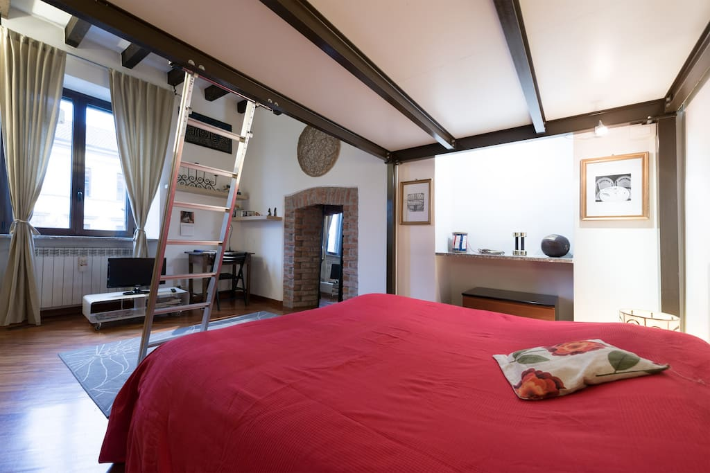 bedroom , tv lcd ,with original exposed beams, fireplace and arch of the nineteenth century