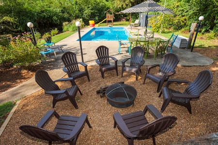 Huge Home, Private Pool, Fire Pit! 6mi Dwntown