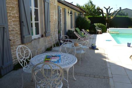 Chambre indépendante au calme - Niort - Haus