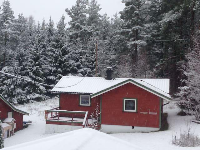 Noors vakantiehuis: bos, meer, rust - Ørje - Stuga