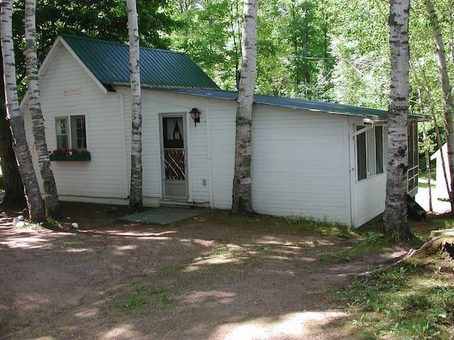 Restin-up Cottage at Birch Cliff Lodge
