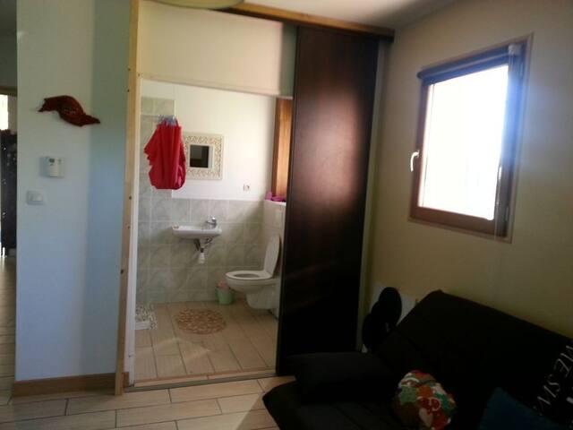 chambre privée avec salle de bain - Mognard