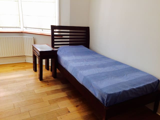En Suite Single Close to Amenities - New Malden - Huis