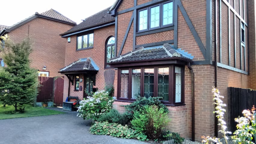 Single Room with Separate Bathroom - Shenley Brook End - Hus