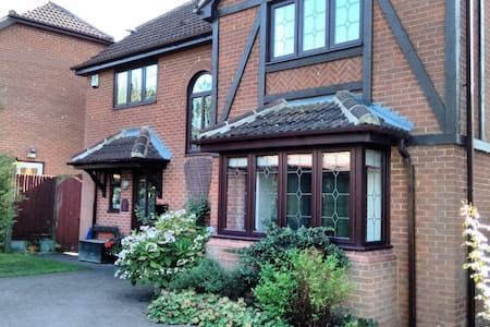 Single Room with Separate Bathroom - Shenley Brook End - Casa