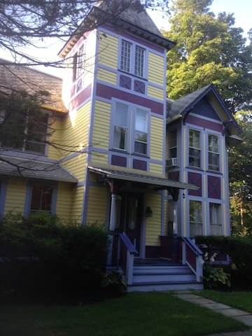 Fabulous Country Victorian Near Ithaca - Trumansburg - Bed & Breakfast