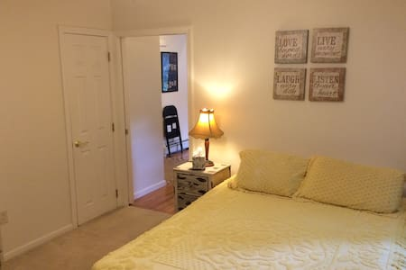Cozy apartment near center of town. - Dalton