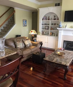 Comfy, Cheerful Room - Loganville