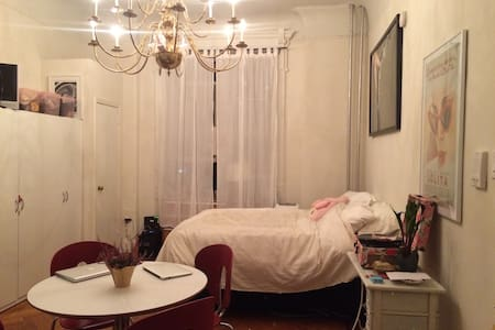 Located in the heart of Brooklyn.. This cozy brownstone studio hideaway is just 20 minutes away from the city. Perfect for a single gal or couple. On a quiet block with yummy restaurants within walking distance