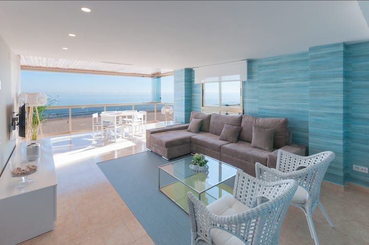 Panoramic Seaviews throughout Condo. Luxury remodeled AIRCO- WIFI FREE. AG BERMUDAS 7A