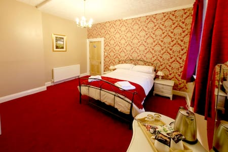 The beautiful Kings Tor Room - luxury double en-suite.  85 pounds/night double occupancy.
