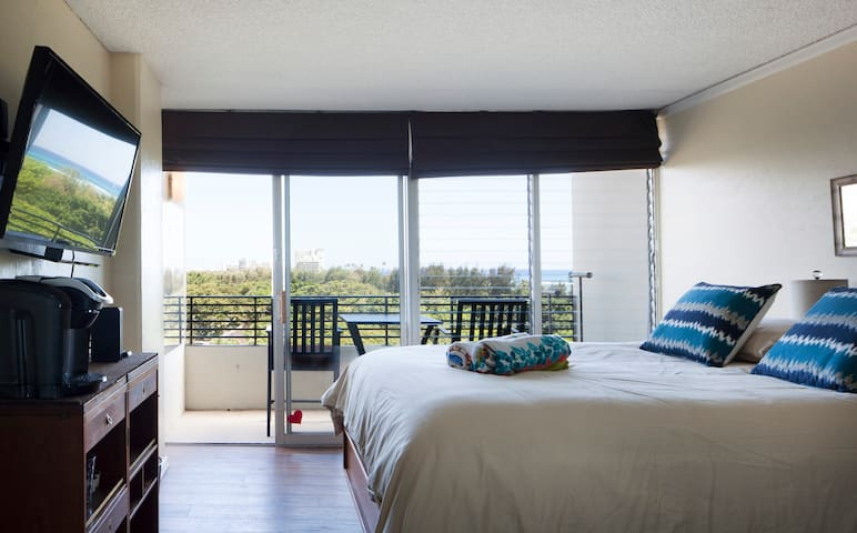 Room with view of ocean and Diamond Head.