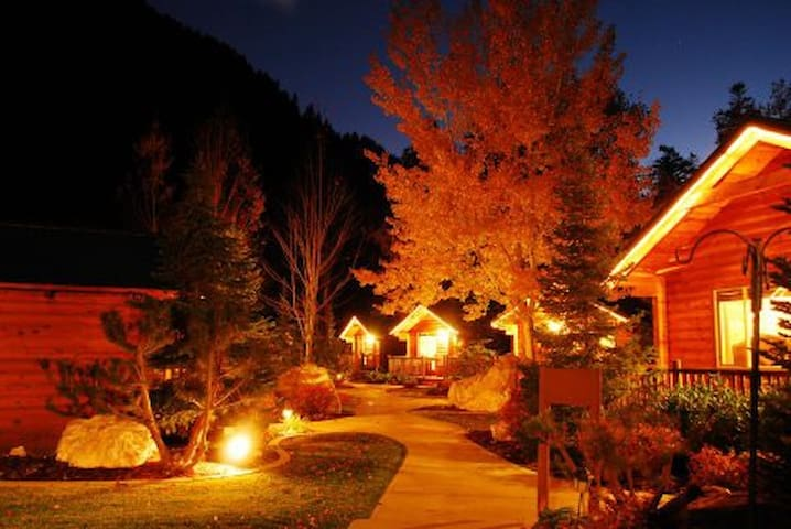 Alaskan Inn Bed & Breakfast - Ogden - Bed & Breakfast
