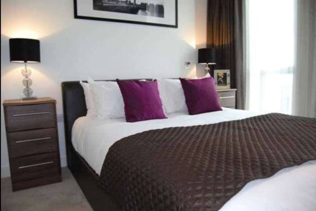 Tidy, clean and comfortable kingsize bed
