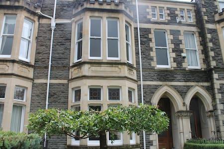 Luxury family Victorian townhouse - Cardiff - Radhus