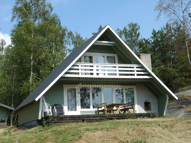 Egen stuga med fin sjöutsikt - Saltvik - Mökki