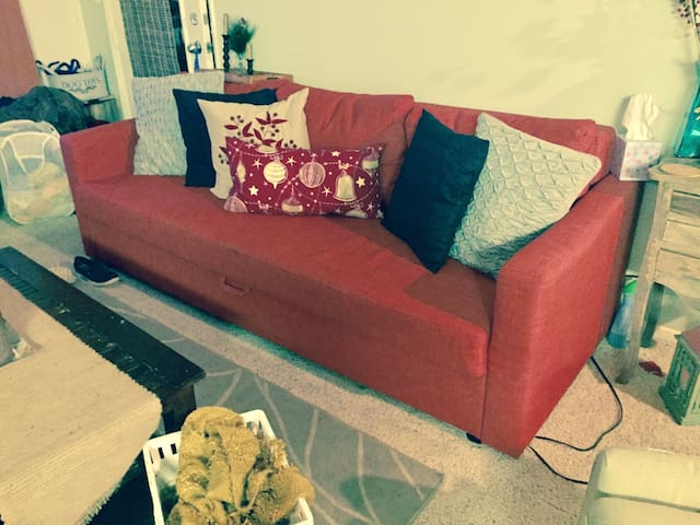 Comfy Sofabed & Cozyhome for Adventurous Travelers - Stevenson Ranch - Apartmen