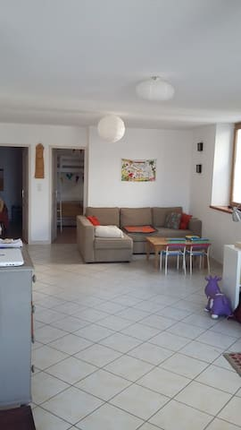 Appartement spacieux dans village de charme - Saint-Gervais-sur-Roubion - Apartment
