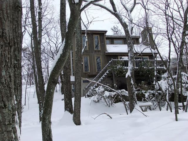 Cozy 4BR  Ski CamelBack/Shawnee Pocono Mountains! - East Stroudsburg - Maison