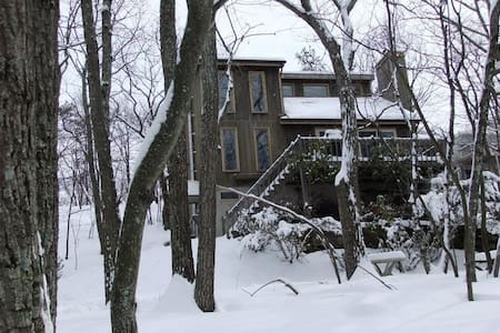 Cozy 4BR  Ski CamelBack/Shawnee Pocono Mountains! - 이스트 스트라우즈버그(East Stroudsburg)