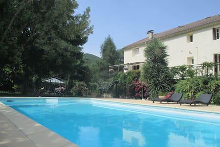 """Gîte """"Gardon"""" avec piscine commune - L'Estréchure"""