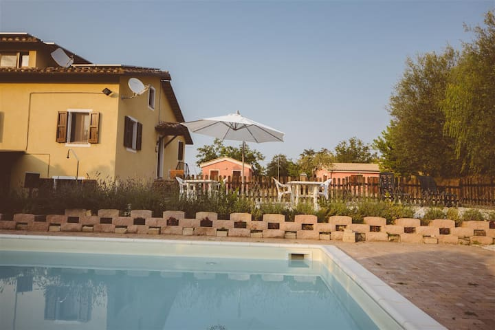 Villa Sabrina-MARCHE, apartament 8 beds with pool - San Ginesio - Lägenhet