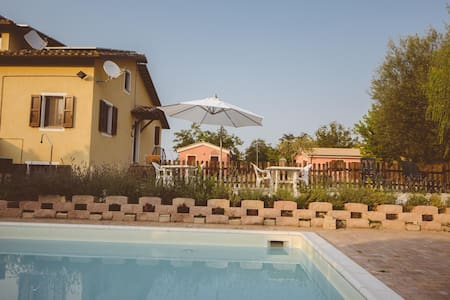 Villa Sabrina-MARCHE, apartament 8 beds with pool - San Ginesio - アパート
