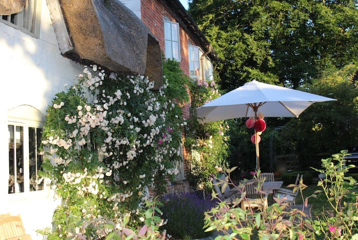 Idyllic country cottage in Hants - Andover - Huis