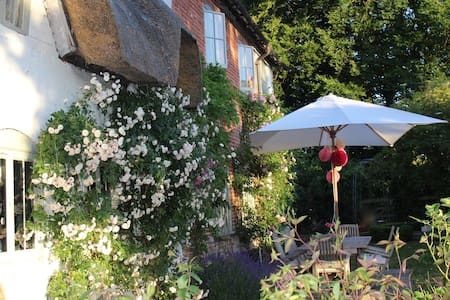Idyllic country cottage in Hants - Andover - บ้าน
