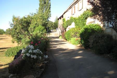 ferme restaurée... en pleine nature - Sévérac-le-Château