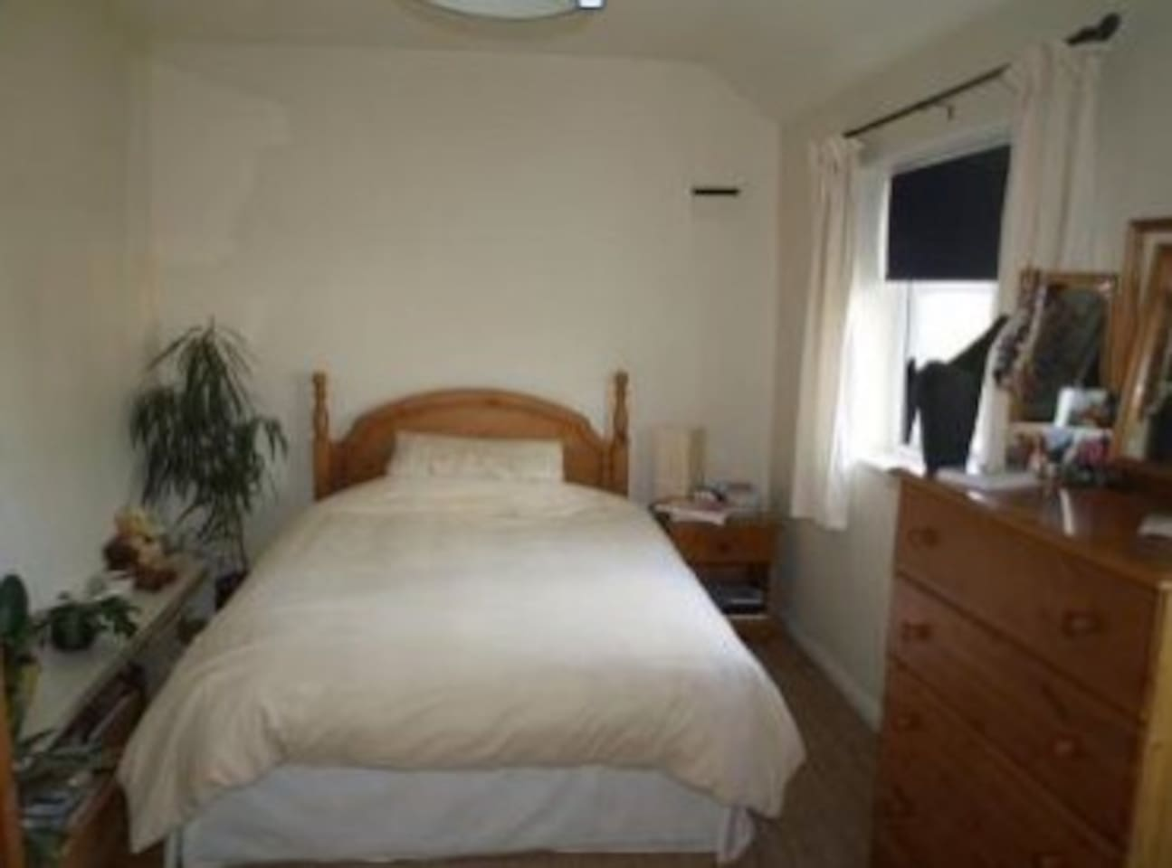 Bright, spacious double room with locker, chest of drawers, double wardrobe and armchair
