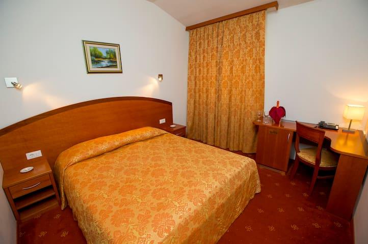 Hotel Medno, Ljubljana*** - Ljubljana - Bed & Breakfast